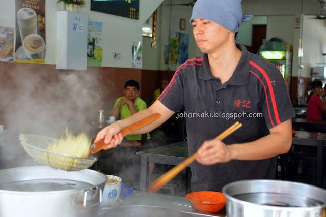 廣記云吞面 Wantan Noodles in Yoong Seng Coffee Shop in Johor Jaya JB JK1312Hungry in Johor Jaya, I stumbled upon 廣記云吞面 in Yoong Seng coffee shop at closing time. I was literally stumbling as I was ...